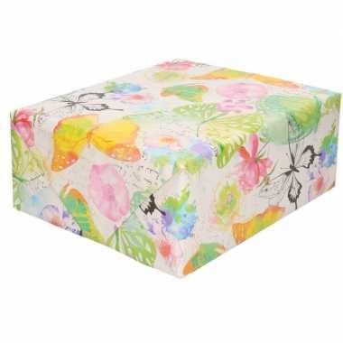 2x inpakpapier/cadeaupapier waterverf bloemen/vlinders 200 x 70 cm