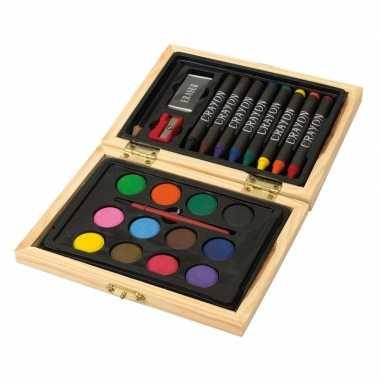 Kleuren en tekenen koffer met verf, krijt en meer